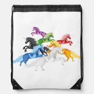 Mochila Con Cordones Unicornios salvajes coloridos del ejemplo