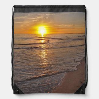 Mochila Mochila: Puesta del sol por la playa