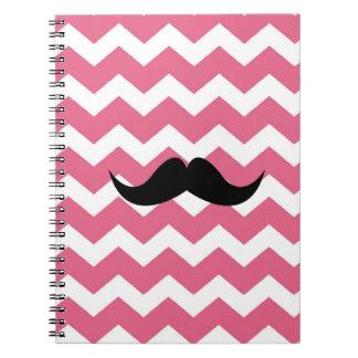 Moda rosada del bigote del negro del modelo de zig libros de apuntes