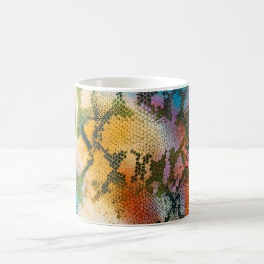 Modelo abstracto colorido de la piel de serpiente taza mágica