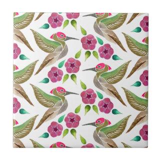 Modelo abstracto de la pintura del colibrí y de la azulejo cuadrado pequeño