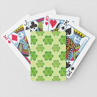 Modelo afortunado verde elegante de los tréboles baraja de cartas bicycle