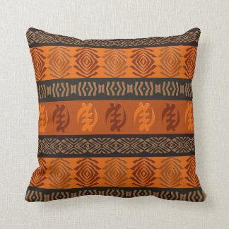 Modelo africano étnico con los simbols de Adinkra Cojín Decorativo