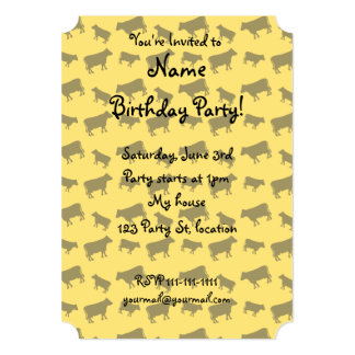 Modelo amarillo de la vaca invitacion personal