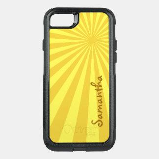 Modelo amarillo del resplandor solar con su funda commuter de OtterBox para iPhone 7