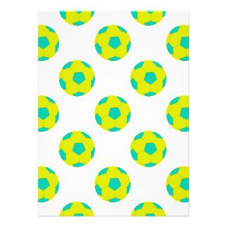 Modelo amarillo y azul claro del balón de fútbol invitaciones personalizada