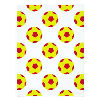 Modelo amarillo y rojo del balón de fútbol invitación 13,9 x 19,0 cm