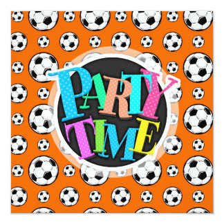 Modelo anaranjado y blanco del balón de fútbol invitación 13,3 cm x 13,3cm