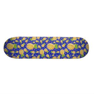 Modelo azul amarillo en colores pastel de la piña monopatín personalizado
