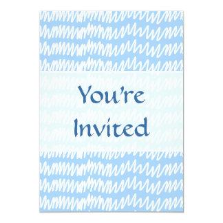 Modelo azul claro y blanco del squiggle invitación 12,7 x 17,8 cm