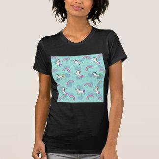 Modelo azul del arco iris y de los unicornios camisetas