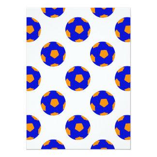 Modelo azul y anaranjado del balón de fútbol invitación 13,9 x 19,0 cm