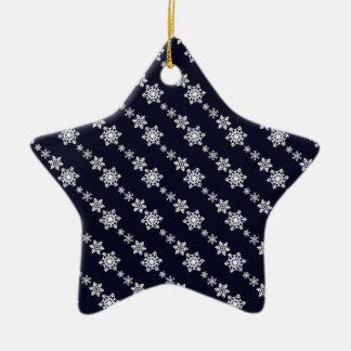 Modelo blanco de la cadena del copo de nieve azul adorno navideño de cerámica en forma de estrella