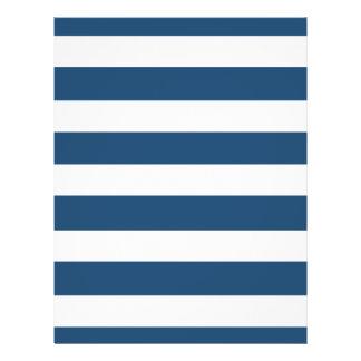 Modelo blanco de las rayas de los azules marinos m folleto 21,6 x 28 cm