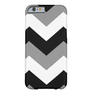Modelo blanco negro de Chevron del Grayscale Funda De iPhone 6 Barely There