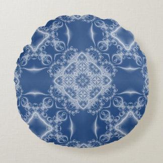 Modelo blanco y azul de encaje del fractal cojín redondo