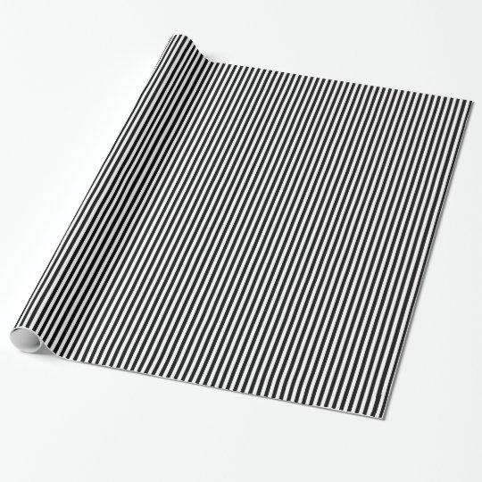 Modelo blanco y negro de la raya papel de regalo