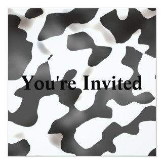 Modelo blanco y negro de la vaca del país invitación 13,3 cm x 13,3cm