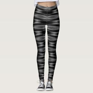 Modelo blanco y negro de las rayas leggings