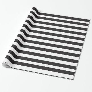 Modelo blanco y negro de las rayas papel de regalo