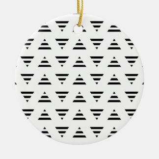 Modelo blanco y negro de los triángulos de la raya adornos