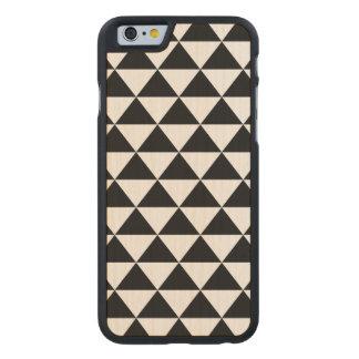 Modelo blanco y negro del triángulo funda de iPhone 6 carved® de arce