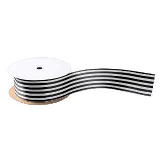 Modelo blanco y negro lindo de las rayas del lazo de raso