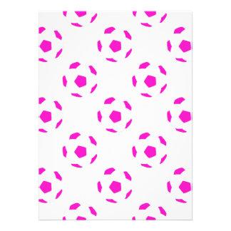 Modelo blanco y rosado del balón de fútbol invitaciones personales