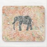 Modelo colorido de la alheña del elefante tribal d alfombrilla de ratón