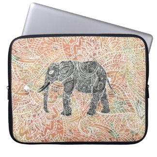 Modelo colorido de la alheña del elefante tribal funda para portátil