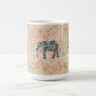 Modelo colorido de la alheña del elefante tribal taza