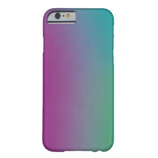Modelo colorido de la pendiente en un caso funda barely there iPhone 6
