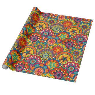 Modelo colorido retro enrrollado de la mandala papel de regalo