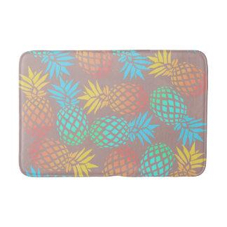 modelo colorido tropical de la piña del verano alfombrilla de baño