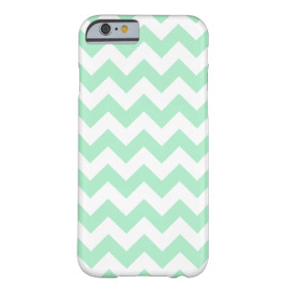 Modelo de Chevron de la menta Funda De iPhone 6 Barely There