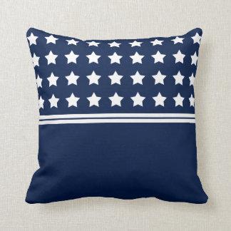 Modelo de estrella blanco en la almohada de tiro