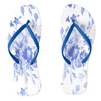 Modelo de flores azules y blancas chanclas