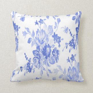 Modelo de flores azules y blancas cojín decorativo