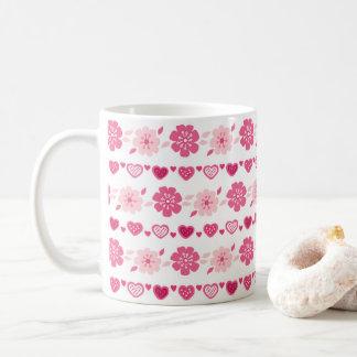 Modelo de flores de los corazones del caramelo del taza de café