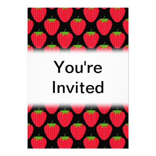 Modelo de fresas rojas en negro invitación