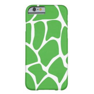 Modelo de la jirafa en verde de la selva funda de iPhone 6 barely there