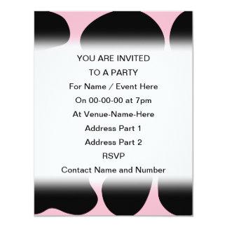 Modelo de la vaca en rosa y negro invitación 10,8 x 13,9 cm