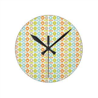 Modelo de moda del botón reloj redondo mediano