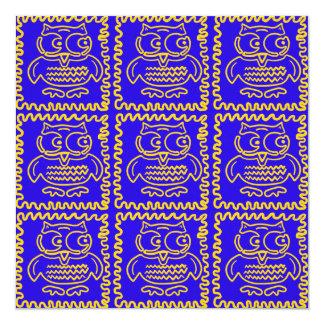 Modelo de zigzag amarillo azul de los búhos invitación 13,3 cm x 13,3cm