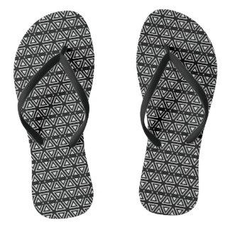 Modelo de zigzag blanco y negro del pixel chanclas