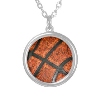 Modelo del baloncesto collar plateado