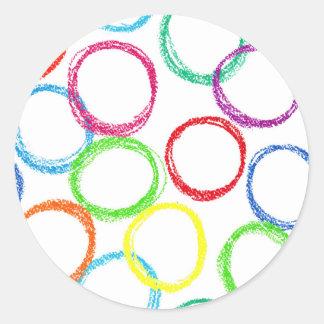 Modelo del círculo del arco iris del creyón pegatina redonda