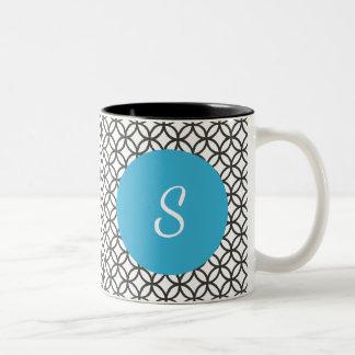 Modelo del círculo y círculo azul con el monograma taza de café de dos colores