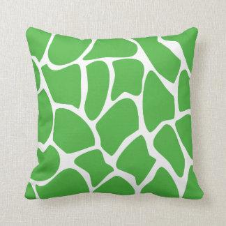 Modelo del estampado de girafa en verde de la selv cojin