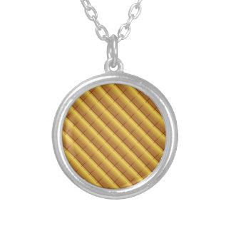 Modelo del oro collar plateado